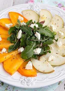 Салат с хурмой и грушей