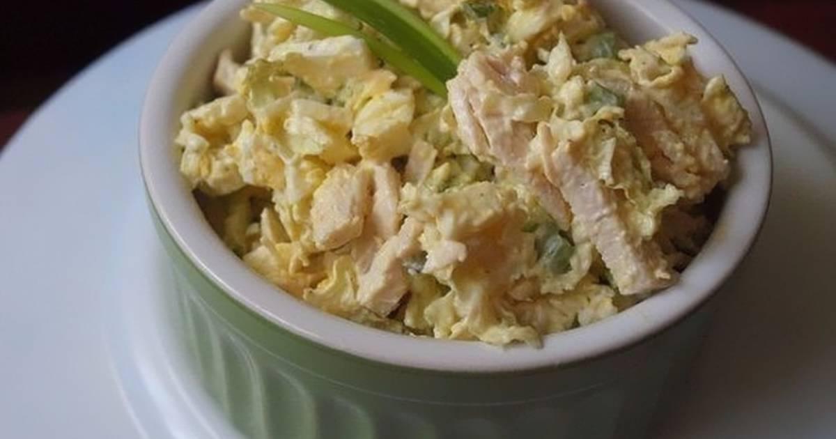 Такой салат подойдет для повседневного обеда или ужина, но также неплохо он будет смотреться и на праздничном столе.