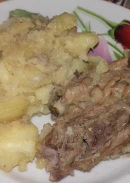 Картошка со свиными ребрышками, запеченная в рукаве