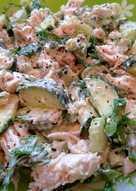 Салат с курицей, сельдереем и огурцом