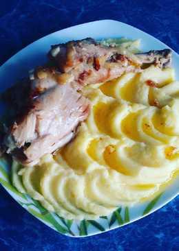 Мясо курицы в сметане к картошке пюре
