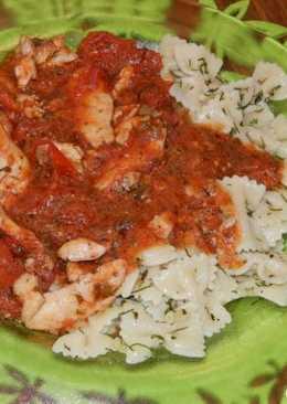 Паста с курицей в пикантном соусе