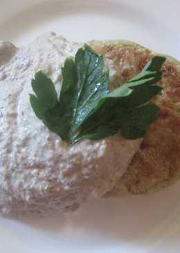 Котлеты из брокколи с грибным соусом