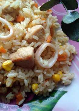 Плов с курицей, кальмаром и овощами
