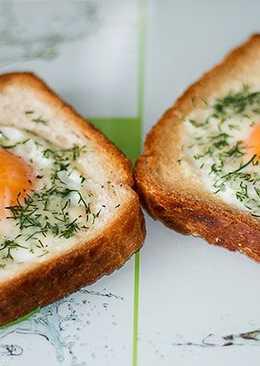 Бутерброд с яичницей на завтрак