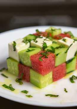 Салат с арбузом, фетой и огурцом