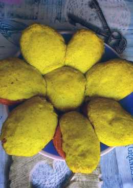Горячие бутерброды с рыбной консервой под сырномайонезной шапочкой