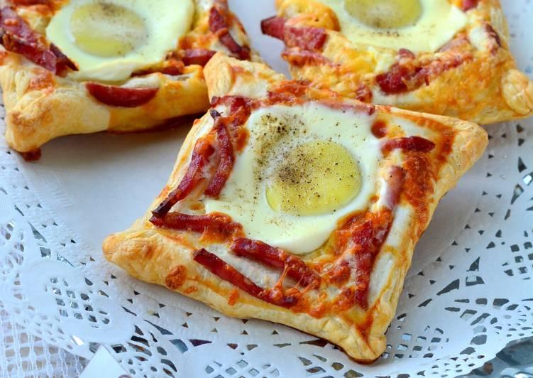 Открытые слойки с яйцом