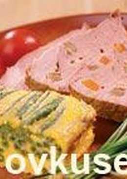 Свинина, нашпигованная сыром и овощами