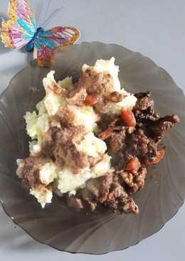 Тушеная говядина с черносливом и орешками с картофельным пюре от @borodina_nastusha