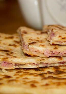 Быстрые сырные лепешки с ветчиной к обеду - просто объедение