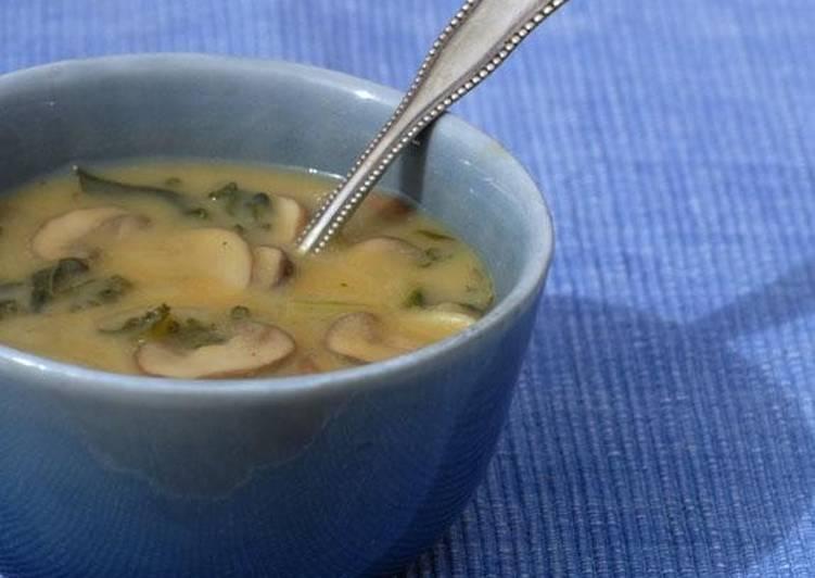 Гороховый суп с грибами и сушёной паприкой