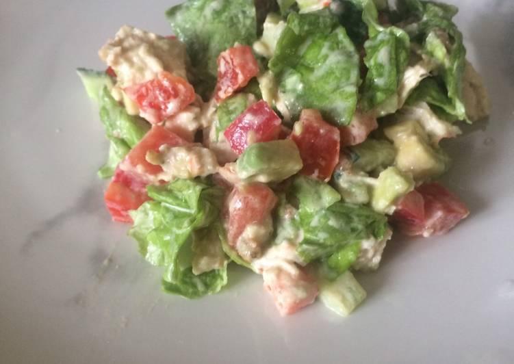 Салат из курицы с соусом тартар