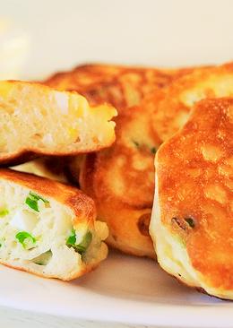 Ленивые пирожки или оладьи с зеленым луком и яйцом