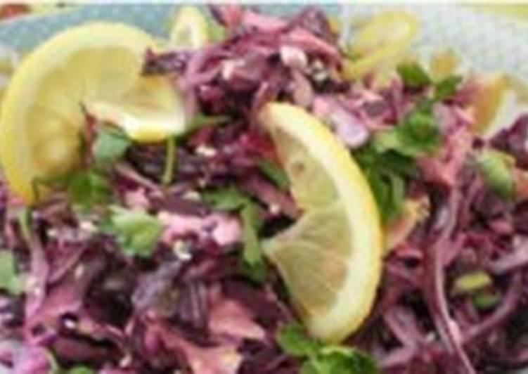 Капустный салат коул-слоу с лимонным соком