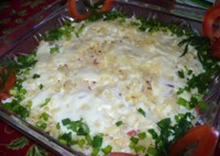 Салат с тунцом, помидорами и сыром «Капитанский»