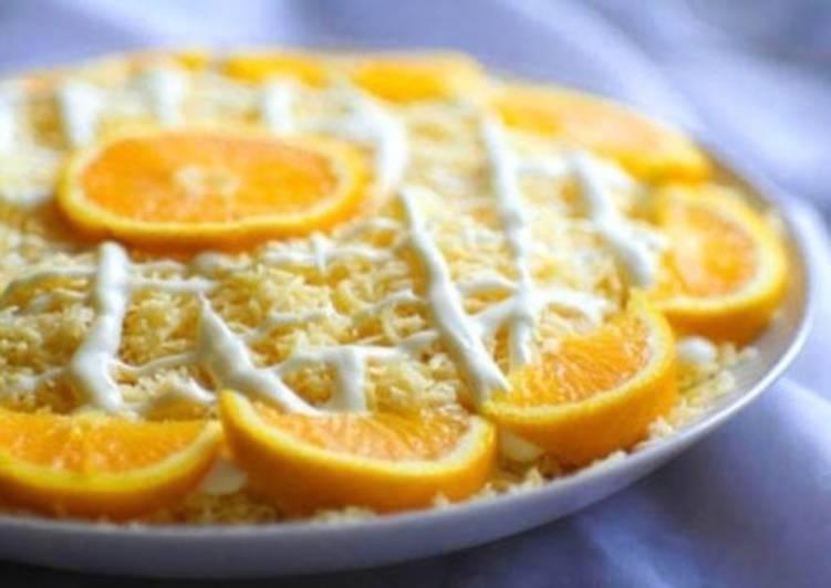 Салат апельсиновый с яблоком, яйцом и сыром