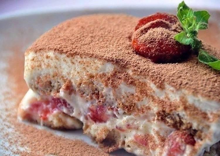 Нежный клубничный десерт