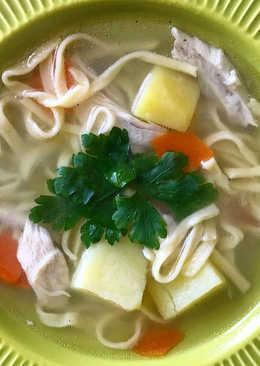 Куриный суп с домашней лапшой)
