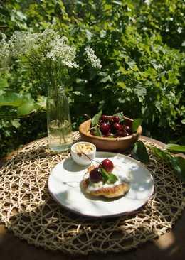 Сырники с начинкой из кедрового орешка и вяленой вишни
