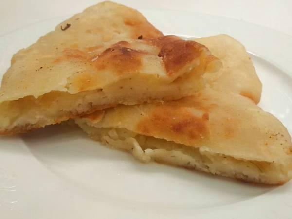 Жареные пирожки на кефире с картошкой и луком