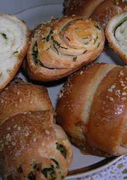Соленые булочки с зеленью на кефире