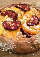 Ц/З Галета с творогом, персиками, инжиром и кедровыми орешками