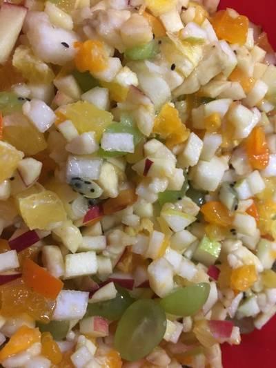 Фруктовый салат с вареньем