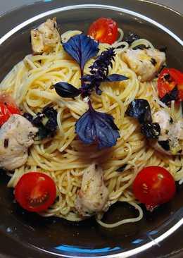 Спагетти с курицей и базиликом