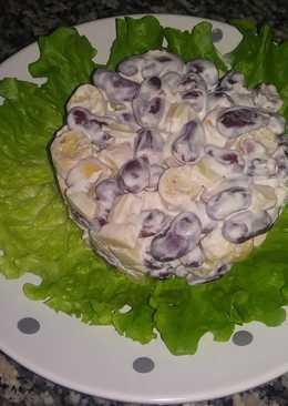 Салат с фасолью и сухариками за 5 минут