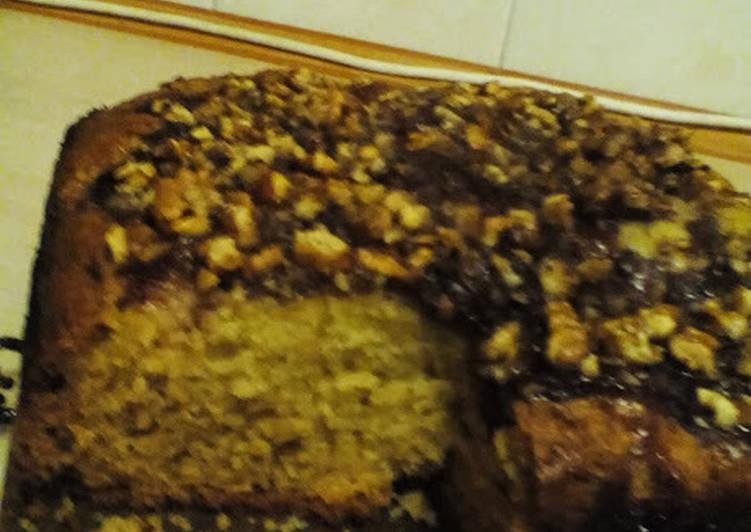Быстрый и вкусный пирог с вареньем и орехами