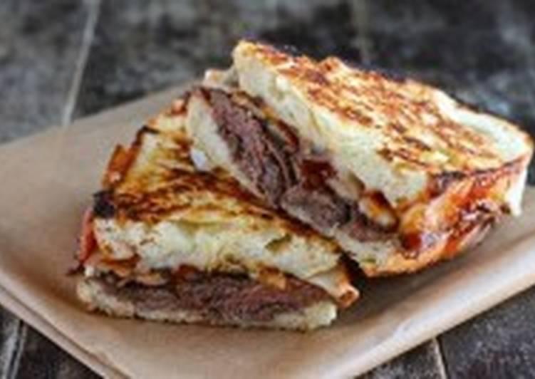 Сэндвич с ростбифом, паприкой и тимьяном