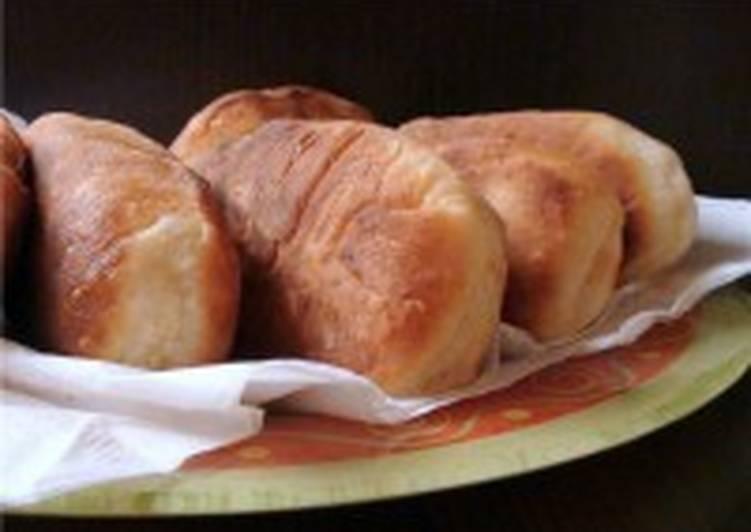 Жареные творожные пирожки с ветчиной и сыром