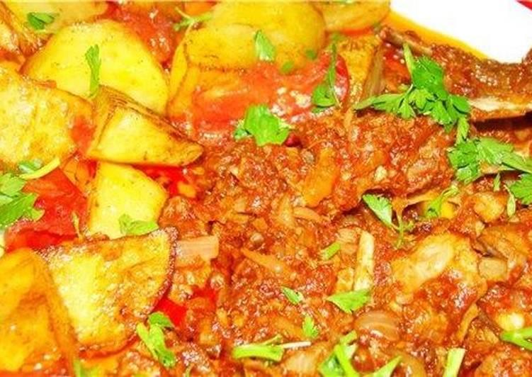 Мясо в томате с картошкой