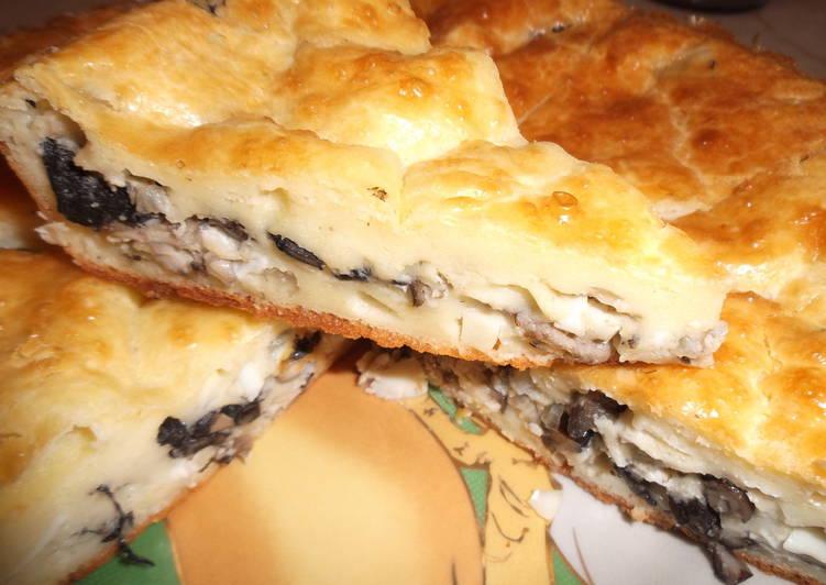 Пирог с грибами, луком и яйцом