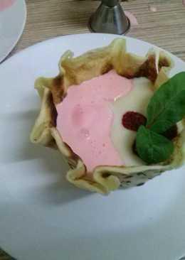Манная каша с мороженым и малиной в блинной вазе#кулинарныймарафон