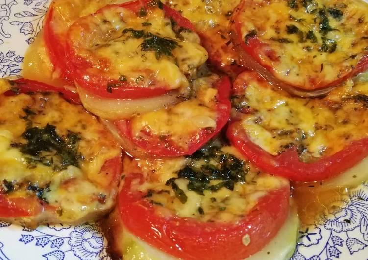 Запечённые кабачки с помидорами и сыром