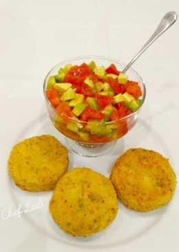 Биточки из брюссельской капусты и картофеля с авокадо-сальсой