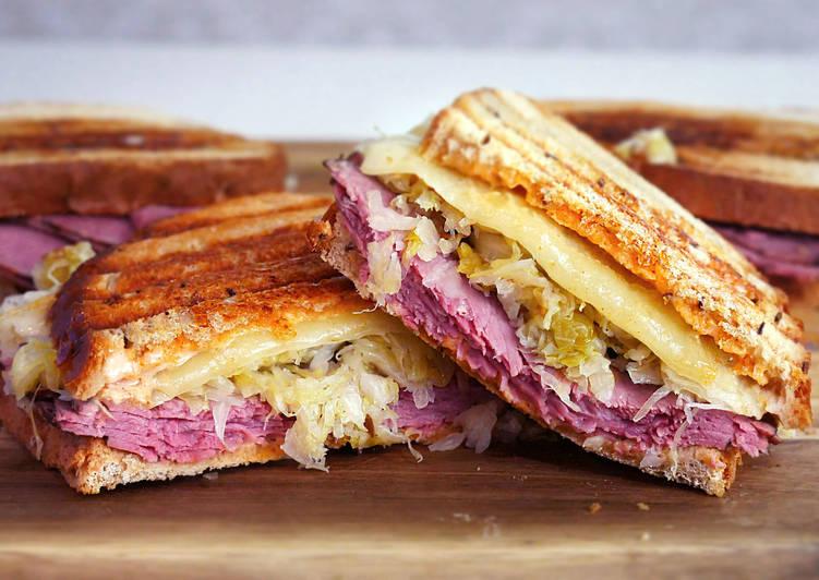 Сэндвич Рубен с русским соусом
