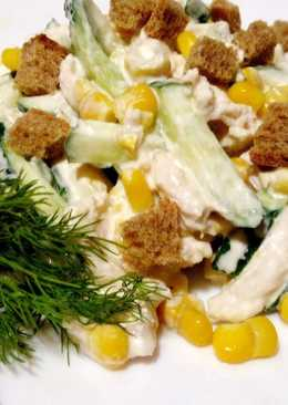 Салат с курицей, кукурузой и огурцами на Новый год