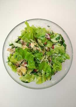 Легкий салат с курицей и йогуртом
