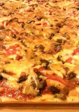 Пицца на дрожжевом тесте с лесными грибами