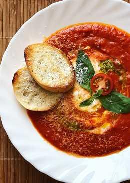 Томатный суп-пюре с творожным сыром, соусом песто и чесночными гренками #чемпионатмира #франция