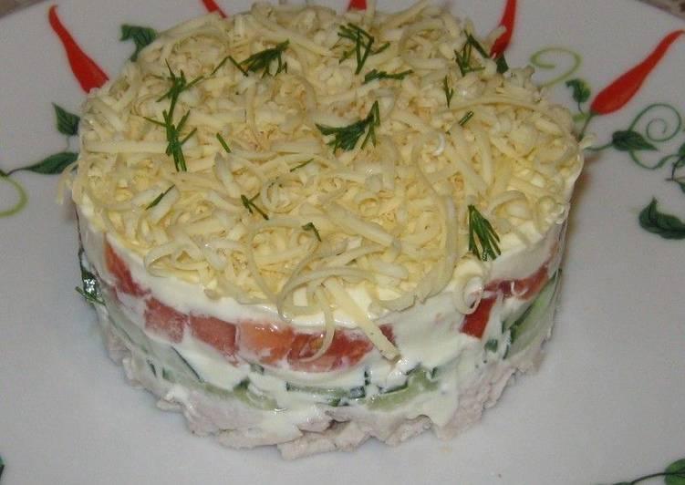 Салат с курицей и помидорами (порционный)
