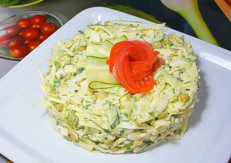 Салат вкусный из зеленого горошка и капусты