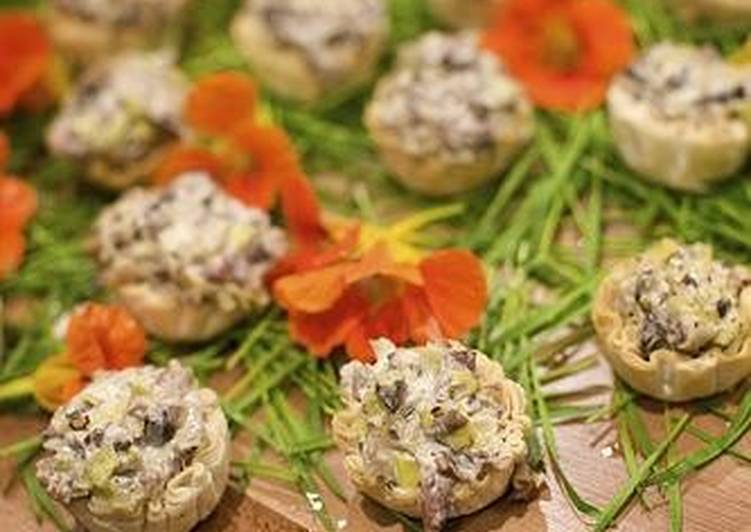 Закуска с грибами, сыром и черемшой