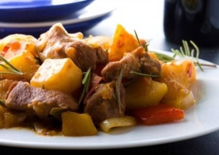 Рагу из свинины острое с картофелем и паприкой