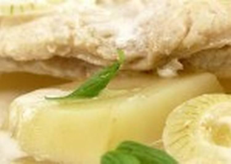 Камбала с яблоком и луком