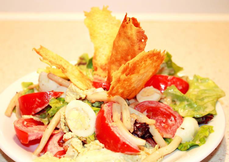 Новогодний Салат с кальмарами, яйцами и овощами без майонеза