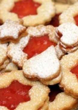 Миндальное печенье с малиновым джемом, кардамоном и корицей
